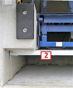 Montaz plyty warstwowej pod mostem przeladunkowym - plyta warstwowa